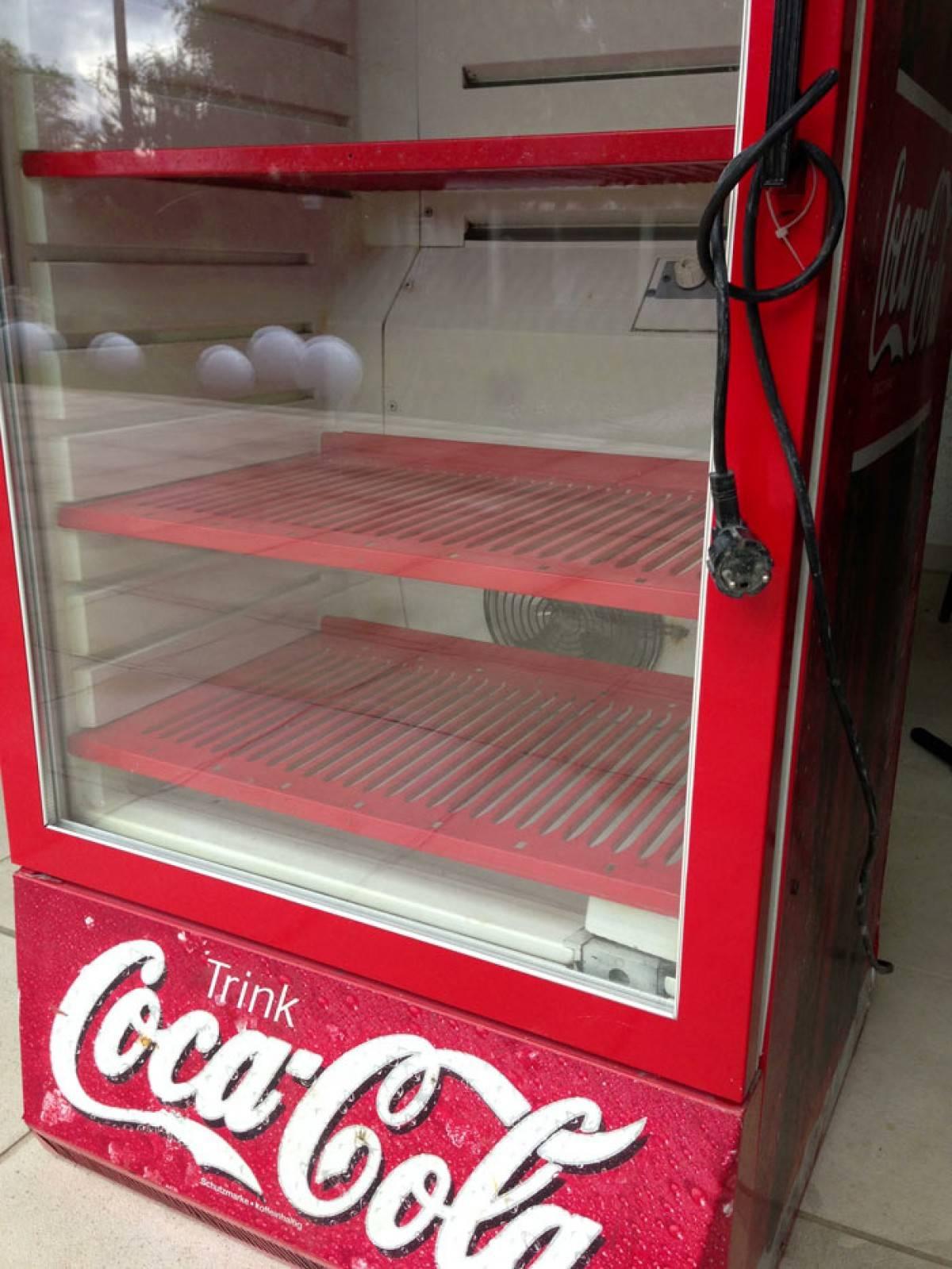 Coca Cola Kühlschrank mieten | Preiswerter Kühlschrank Verleih.