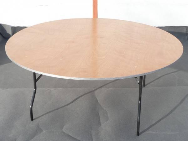 Bankettisch mit Tischdecke
