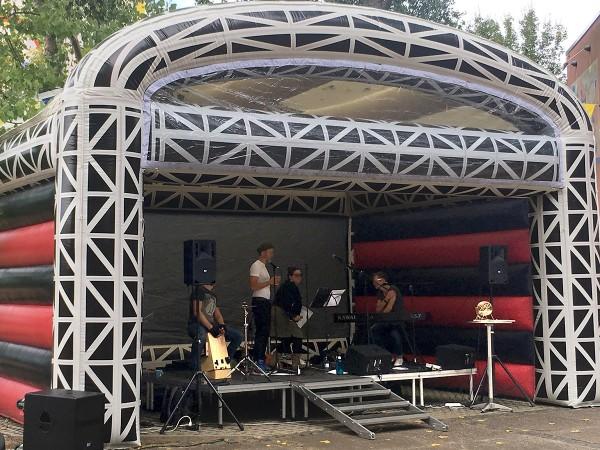 Bühne (Luftdach)