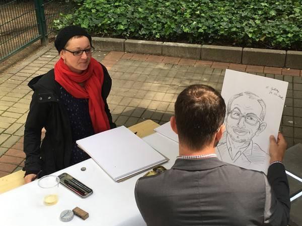 Schnellzeichnerin / Karikaturist