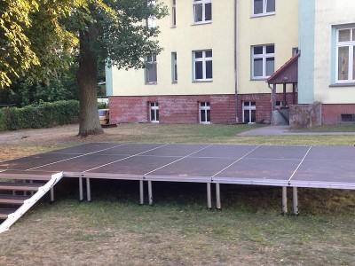 Bühne 6m x 4m