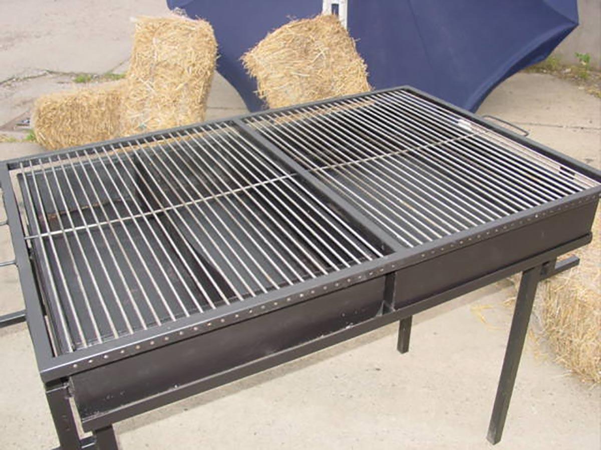 holzkohlegrill mieten gro e grillfl che holzkohlegrill verleih. Black Bedroom Furniture Sets. Home Design Ideas