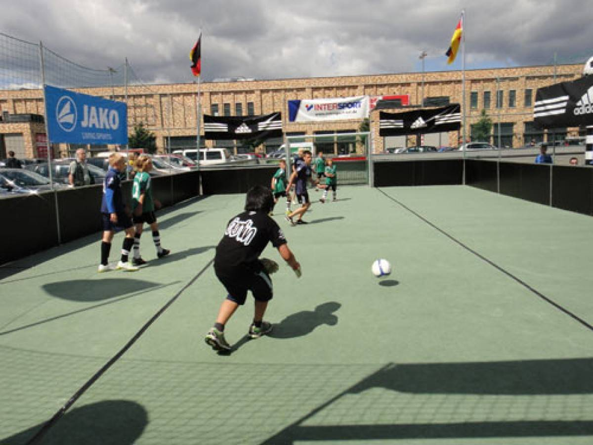 soccer cort mieten berlin g nstiger soccer court verleih. Black Bedroom Furniture Sets. Home Design Ideas