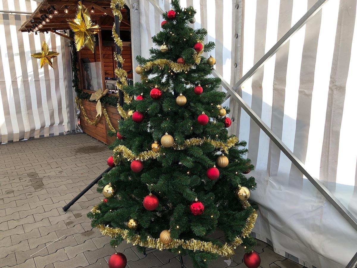 weihnachtsbaum mieten mit licht und kugeln verleih. Black Bedroom Furniture Sets. Home Design Ideas